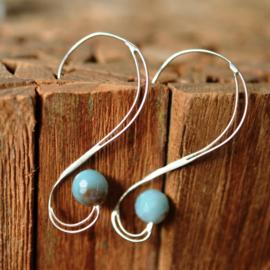 Zilveren oorbellen met turquoise kraal