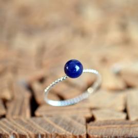 Zilveren ring met een Lapis Lazuli