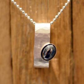 Zilveren gehamerde hanger met Hematiet