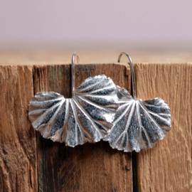 Zilveren Geranium oorbellen