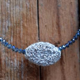 Grijs kralen collier met zilveren kraal