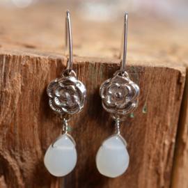Zilveren oorbellen met rozen en Maansteen