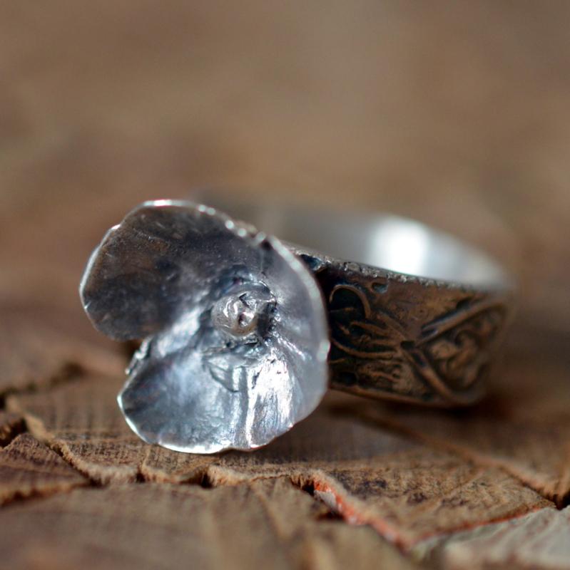 Zilveren ring met bloem