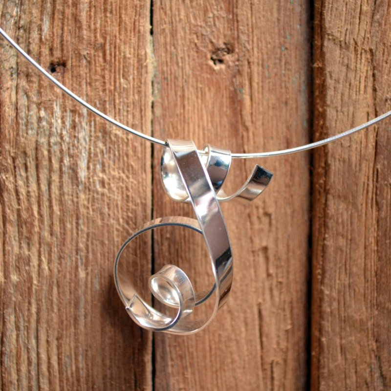 Zilveren gedraaide hanger