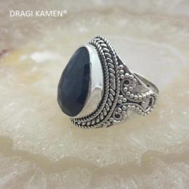 DRAGI KAMEN® - Prachtige 925/000 zilveren ring met facet geslepen blauwe saffier.  Ringmaat: 18