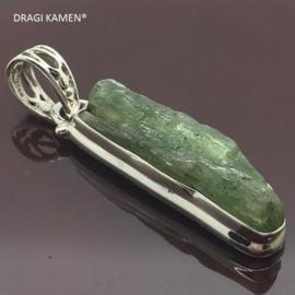 Groene Kyaniet hanger in 925/000 zilveren zetting.