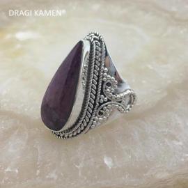 Prachtige 925/000 zilveren ring met facet geslepen robijn.  Ringmaat: 18,5