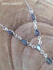 925 Zilveren collier met 6 druppel vorm geslepen labradoriet cabochons.