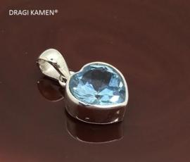 DRAGI KAMEN® - 925 zilveren hanger met facet geslepen blauwe topaas in hart vorm.