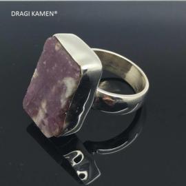 Handgemaakt 925/000 zilveren ring met roze toermalijn.  Ringmaat 18