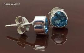 DRAGI KAMEN® - 925 Zilveren oorsteker met facet geslepen blauwe topaas in hart vorm
