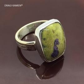 925/000 zilveren ring met geslepen atlantisiet.