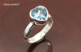 DRAGI KAMEN® - 925 Zilveren ring met facet geslepen blauwe topaas in hart vorm.