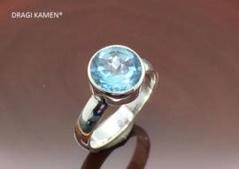 DRAGI KAMEN® - 925 Zilveren ring met facet geslepen blauwe topaas in briljant vorm.