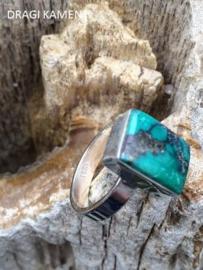 925 Zilveren ring met geslepen Turkoois edelsteen. Ring maat 18.