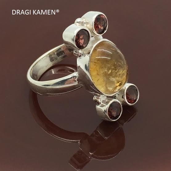 925/000 zilveren ring met 5 facet geslepen edelstenen (citrien en granaat).
