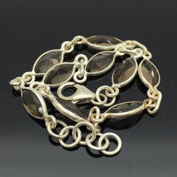 925/000 zilveren armband met 9 facet geslepen rookkwarts in marquise vorm.