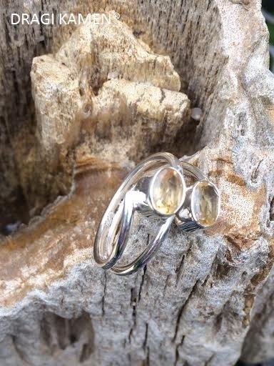 925 Zilveren ring met 2 facet geslepen Citrien edelstenen. Ring maat 19.