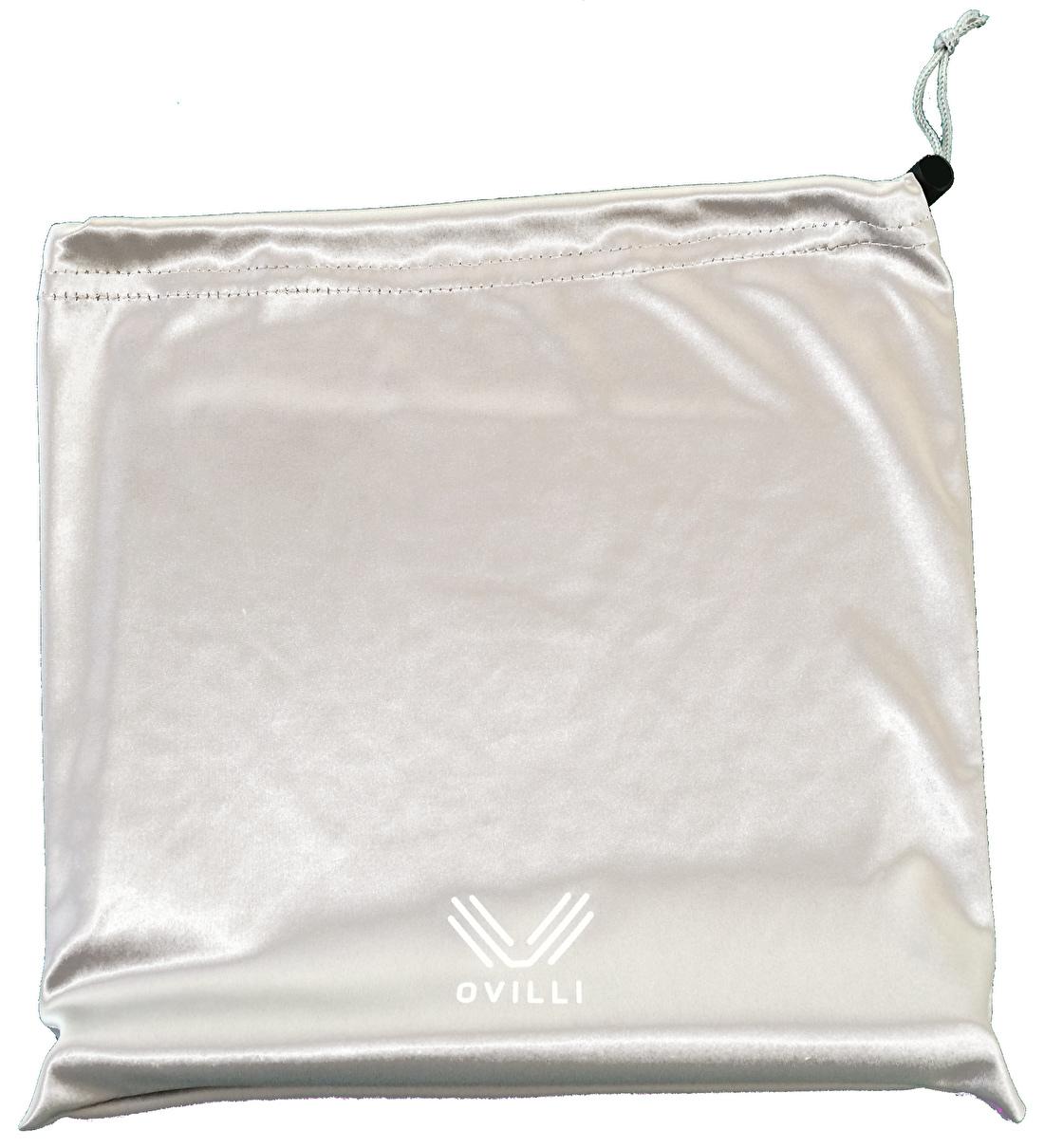 Een microfiber zakje beschermt zowel de OviStand als de laptop of tablet