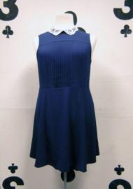 Blue dress white-collar