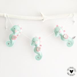 decoratieslinger zeepaardje mintgroen