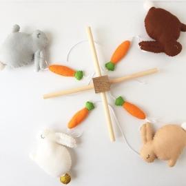 Mobiel met konijntjes
