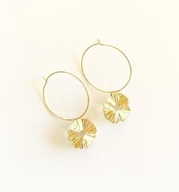 Oorringen met gouden ronde textuur hangers
