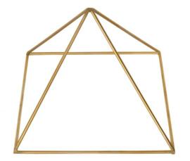 Piramide  gemaakt van zuiver koper.