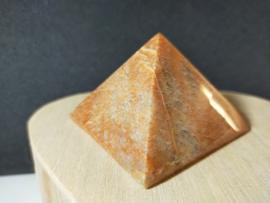 Perzik Maansteen piramide