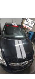 Corsa voorzien van striping, zonneband + sticker & het verwijderen van het logo op de koffer 😍