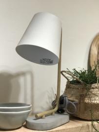 MOOI LAMPJE OP BETONVOET