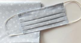 Mondkapje sneeuwkristallen - lichtblauw