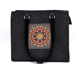 Vilten tas met gekleurde mandala - donkergrijs