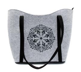 Vilten tas met mandala motief - lichtgrijs