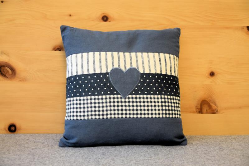 Zirben kussen met hart - blauw 30 x 30 cm