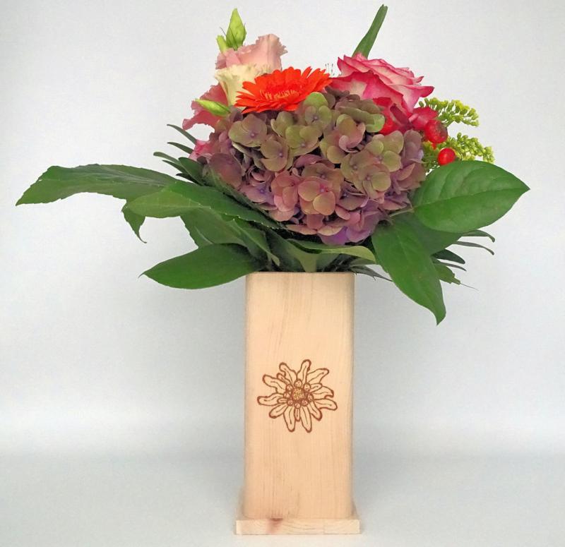 NIEUW - Bloemenvaas van Zirben hout met Edelweiss