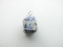 Zilveren sodaliet steen hanger.