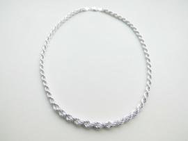 Zilveren koord collier. (van dun naar dik)