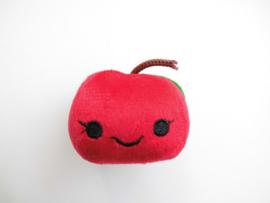 Rode appel knuffeltje/vingerpoppetje.