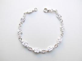 Zilveren mattenklopper bracelet. (dun)