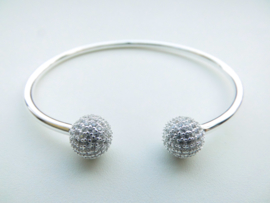 Zilveren bal boei vol gezet met zirkonia steentjes.