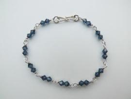 Zilveren polar blauwe kralen bracelet.
