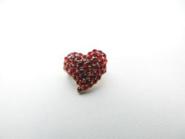 Broche kleine rode hart.