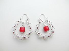 Zilveren rode ingi boca lontai oorbellen.