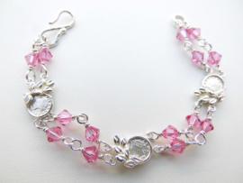 Zilveren muntjes-roze kralen baby bracelet.