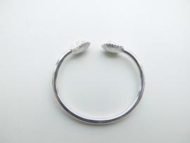 Zilveren indianen baby boei armband.