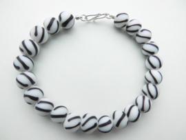 Kromantie kralen bracelet met zilveren sluiting.