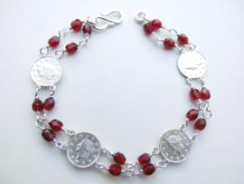Zilveren Liberty muntjes rode kralen bracelet.