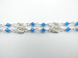 Zilveren mattenklopper-blauwe kralen bracelet.