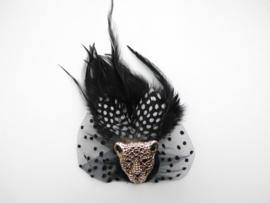 Tijgerkop veren broche.